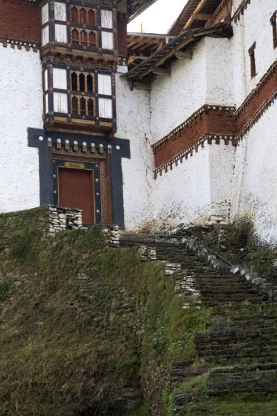 Foto van Exterior stairs leading up to the entrance of Trongsa Dzong - or not?Trongsa - Bhutan