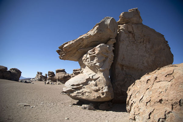 Photo de The stone forest consists of rock formationsForêt de pierres de Eduardo Avaroa - la Bolivie