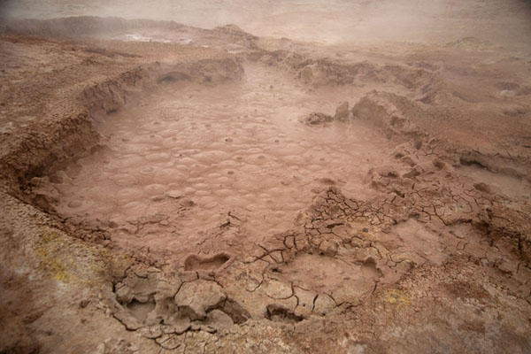 Close-up of boiling mud in one of the many small craters in the earth of Sol de Mañana - 破利维亚呢