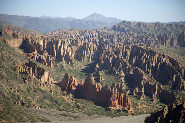 Foto van Landscape of pinnacles near El SillarZuidwest Bolivia landschappen - Bolivia