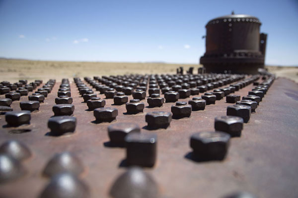 Foto van Bolts on top of a train carriage at the train cemetery of UyuniUyuni - Bolivia