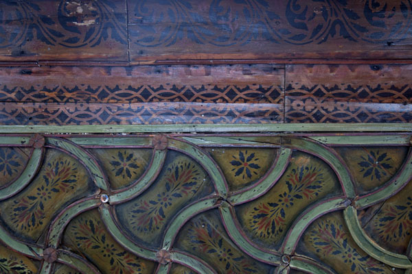 Foto de Bosnia y Herzegovina (Detailed view of the decorated wooden ceiling in the tekke of Blagaj)