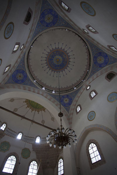 Looking up the central cupola of the Gazi Husrev Bey mosque | Gazi Husrev Bey complex | Bosnia and Herzegovina