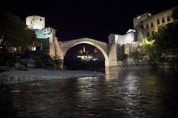Foto van Evening view of the Old Bridge of MostarMostar oude brug - Bosnië en Herzegovina