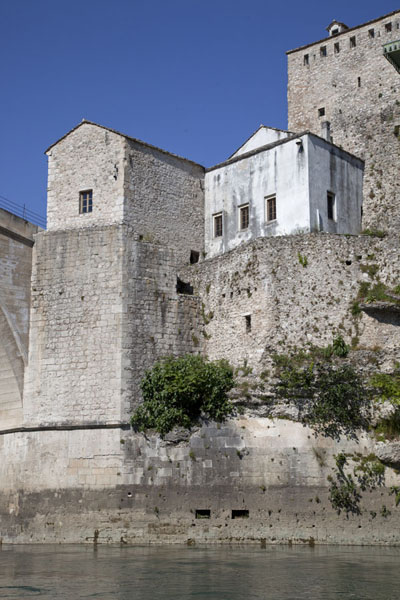 The Helebija Tower on the northeast side of the Old Bridge of Mostar | Mostar Old Bridge | la Bosnie-Herzégovine