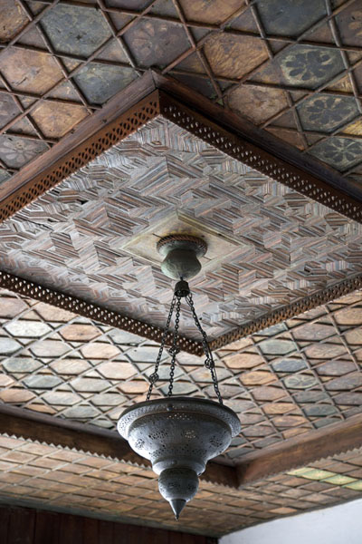 Photo de Ceiling decorated with geometric design in the traditional Svrzo houseSarajevo - la Bosnie-Herzégovine