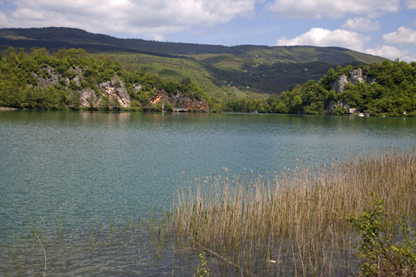 Picture of Pliva Lakes (Bosnia and Herzegovina): Looking over the large Pliva lake