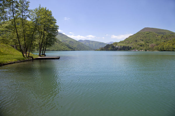 The blue-green waters of the Pliva lake in the early morning | Pliva Lakes | Bosnia and Herzegovina
