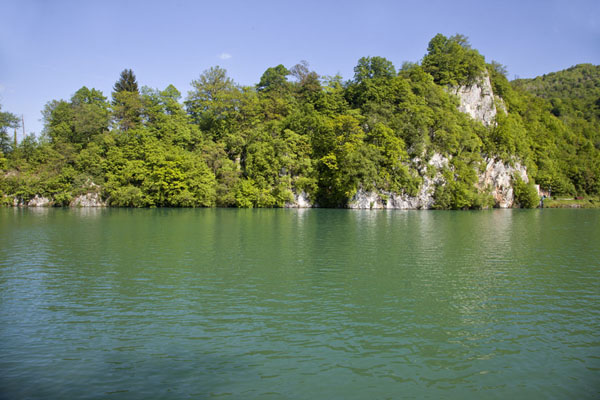 Picture of Pliva Lakes (Bosnia and Herzegovina): Cliffs towering over the large Pliva lake