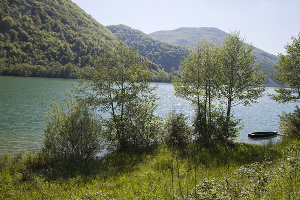 The afternoon sun on the large Pliva lake | Pliva Lakes | Bosnia and Herzegovina