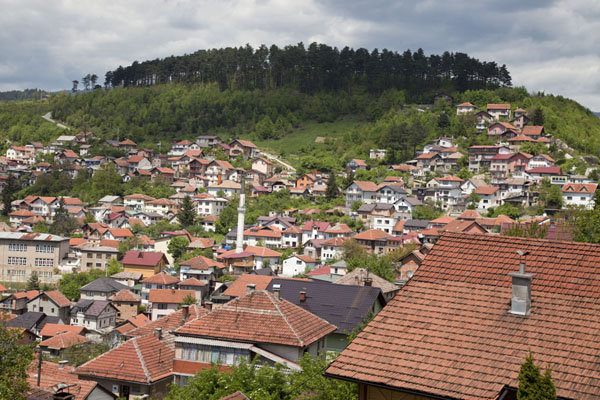 Red roofs of the Vratnik neighbourhood on the hills | Vratnik wijk | Bosnië en Herzegovina