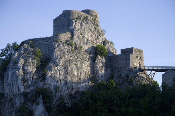 The castle of Srebrenik in the early morning | Chateau Srebrenik | la Bosnie-Herzégovine
