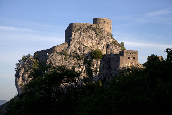 的照片 The castle of Srebrenik in the early morning sunlight - 波斯尼亚和合资沟尼亚 - 欧洲