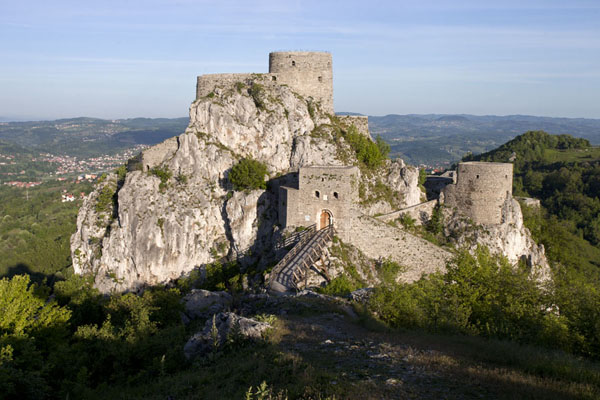 View of Srebrenik castle in the morning | Chateau Srebrenik | la Bosnie-Herzégovine