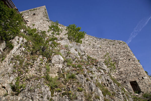 Looking up the high walls of Srebrenik castle | Srebrenik Castle | Bosnia and Herzegovina