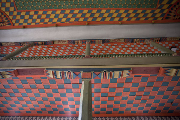 Looking up the ceiling of the mosque | Multi-coloured-mosque | la Bosnie-Herzégovine