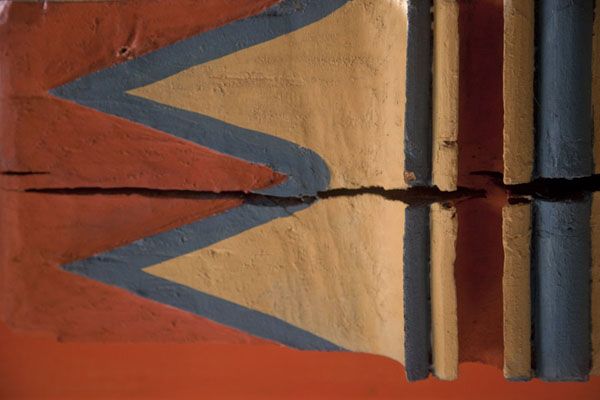 Close-up of one of the beams with cracks in the wood | Multi-coloured-mosque | Bosnia and Herzegovina