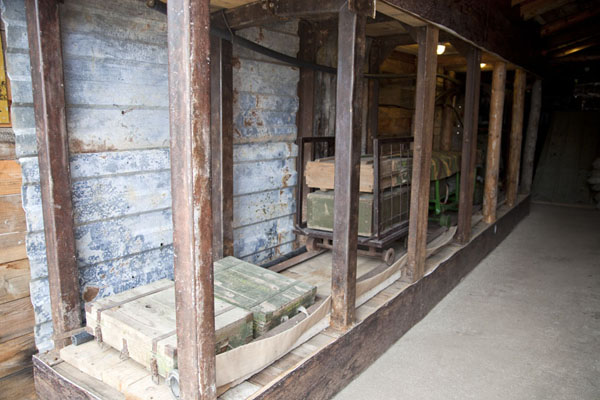 Rails and cart on display in the museum | Tunnel of Life | Bosnia y Herzegovina