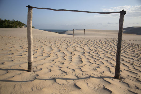 Foto van Rickety goal post on the sand of Cumbuco - Brazilië - Amerika