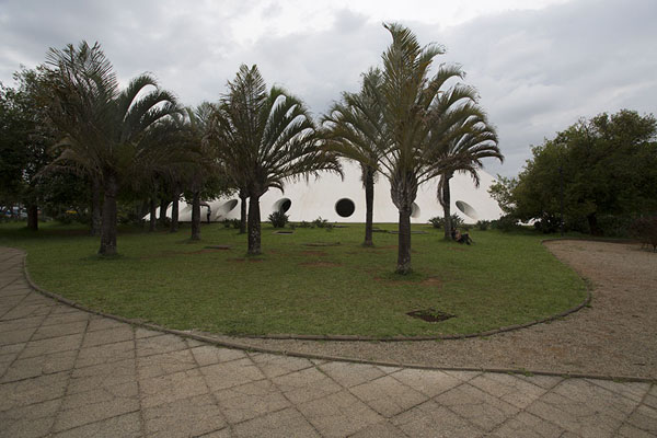 The Oca pavilion is one of the remarkable buildings of Ibirapuera | Parc Ibirapuera | le Brésil