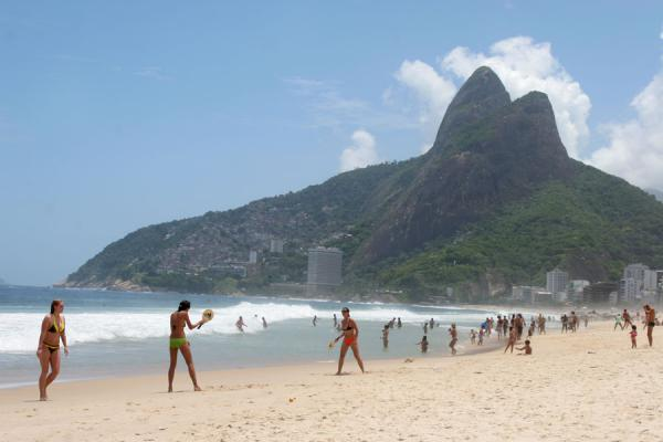 Picture of Ipanema beach with the Morro Dois Irmãos in the background