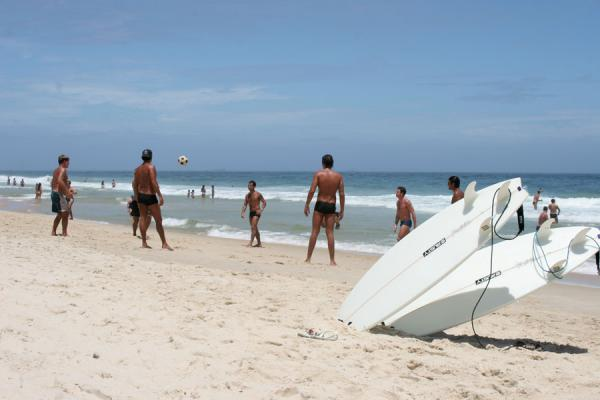 Foto di Playing football on the beach of Ipanema in football crazy BrazilRio de Janeiro - Brasile