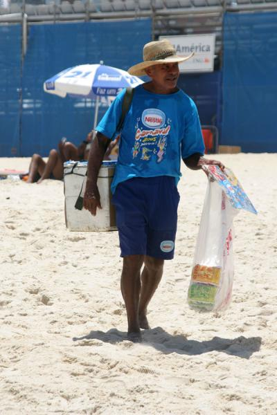Picture of Ipanema beach: vendor of drinks