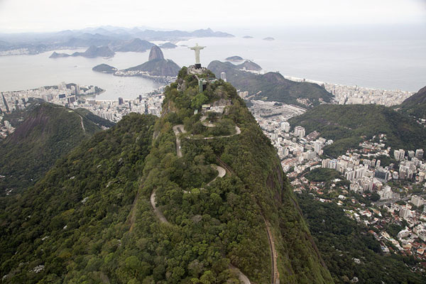 View from the backside of Corcovado mountain with the east of Rio in the background | Rio vanuit de lucht | Brazilië