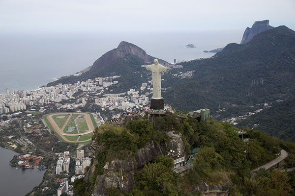 Foto van Looking southwest with Cristo Redentor, the Hippodrome, Lagoa on the left and São Conrado in the distanceRio de Janeiro - Brazilië