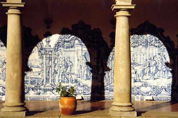 Those typical Portuguese tiles in a romantic corner of a monastery萨尔瓦多 - 巴西