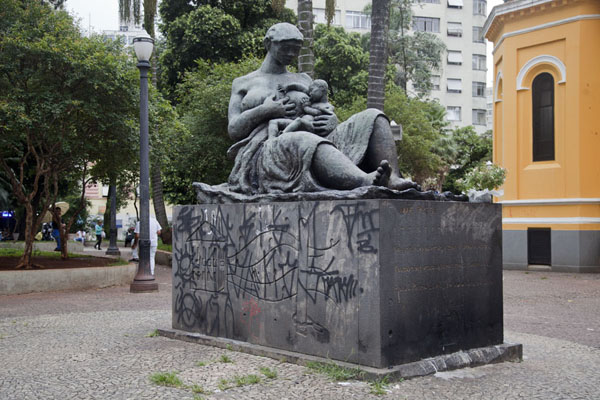 The Monumento à Mãe Preta on the Largo Paiçandú reminds passers-by that female slaves sometimes had to nurse white babies | São Paulo Historic Centre | Brazil
