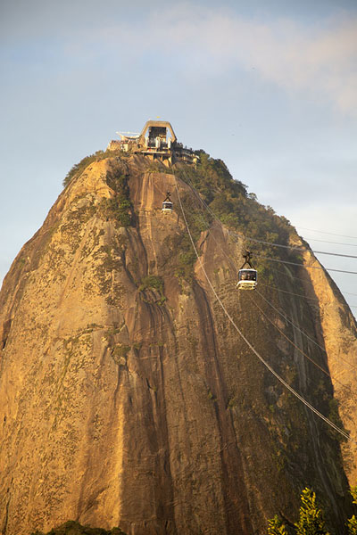 Foto van Frontal view of Sugarloaf mountain from UrcaRio de Janeiro - Brazilië