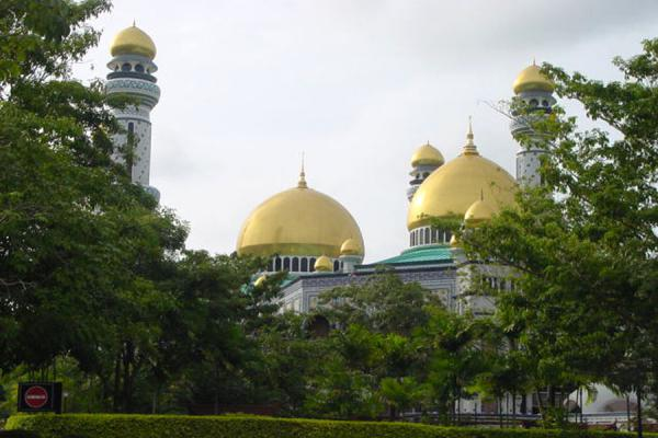 Picturesque location of a holy place | Moschee di Brunei | Brunei