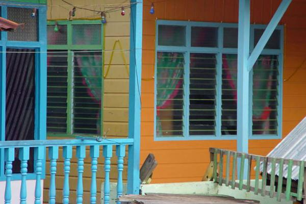Foto di Colourful houses on stiltsKampung Ayer - Brunei