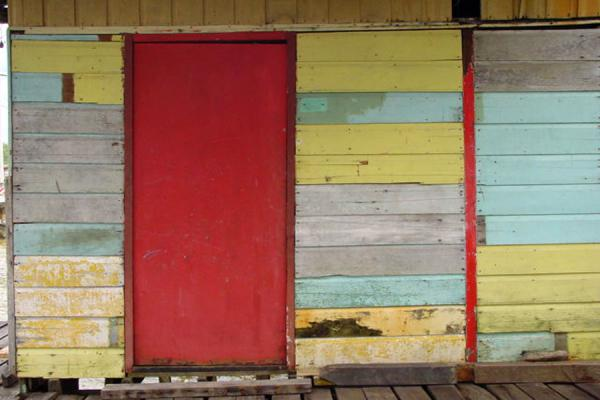 Foto van Colourful houses everywhereKampung Ayer - Brunei