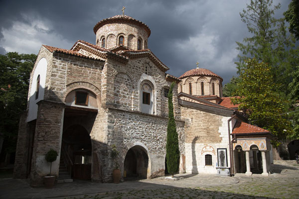 The outside of Bachkovo Monastery | Monastère de Batchkovo | Bulgarie