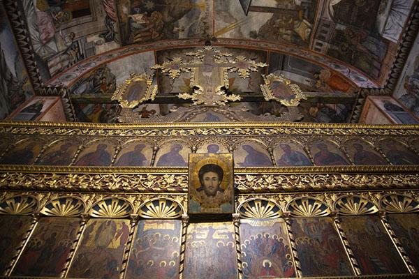 Looking up the iconostasis in the Sveta Bogoroditsa church | Monastère de Batchkovo | Bulgarie