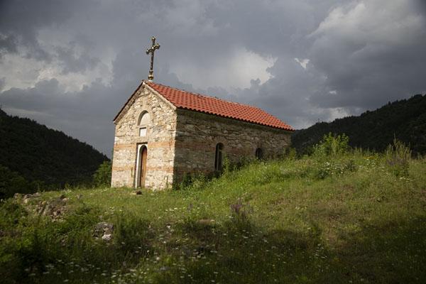 New church on top of a hill above Bachkovo Monastery | Monastère de Batchkovo | Bulgarie