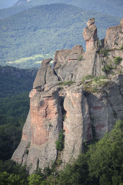 Foto van the Schoolgirl and the Shepherd rock formations in the early morningBelogradchik - Bulgarije