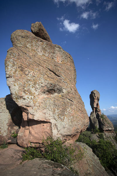 Foto de Rock formations seen up close from the top of the fortress of Belogradchik - Bulgaria - Europa