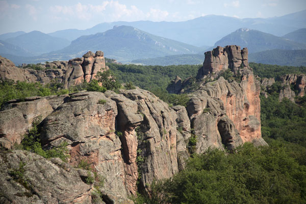 Early evening panoramic view over a landscape of rock formations just south of Belogradchik | Rotsen van Belogradchik | Bulgarije
