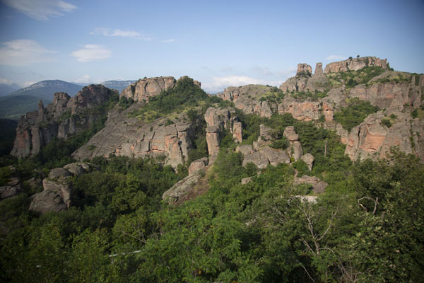 Foto van View over the landscape of rock formations and treesBelogradchik - Bulgarije
