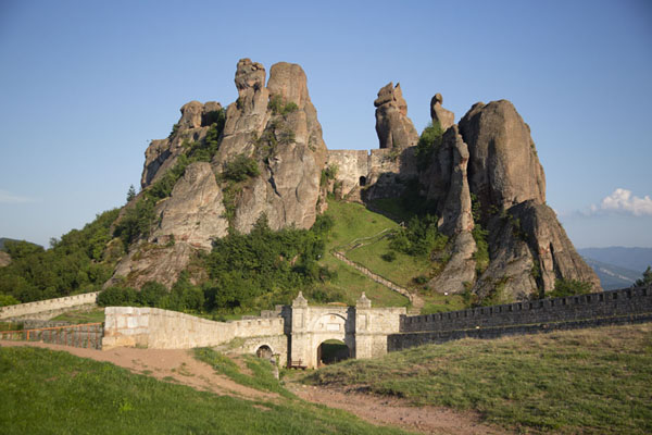 Foto van Frontal view of the fortress of Belogradchik with gateBelogradchik - Bulgarije