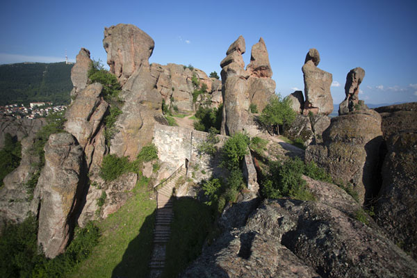 Foto van The rock formations towering above the fortress in the afternoonBelogradchik - Bulgarije