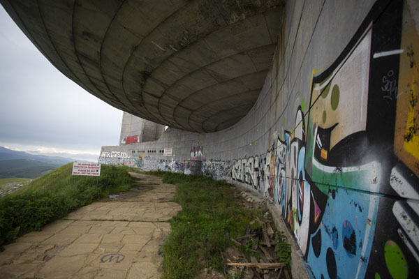 Colourful graffiti have been added to the grey structure | Buzludzha monument | Bulgarije