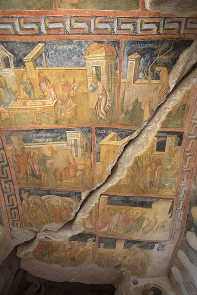 Foto van The fresco-covered ceiling of the Holy Virgin rock churchIvanovo - Bulgarije