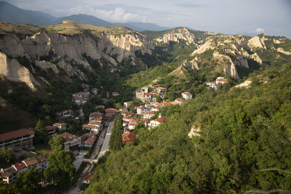 Foto de View of Melnik from the ruined fortress of Despot SlavMelnik - Bulgaria