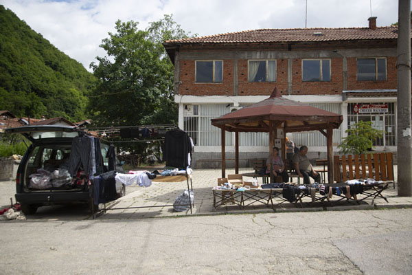 Foto van The market of Pirin: a car with an open door on the small village squarePirin - Bulgarije