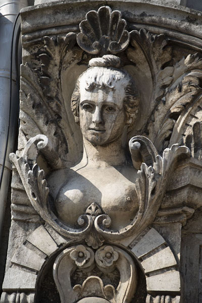 Close-up of one of the many sculptures in a remarkably decorated neo-baroque building on Freedom Square in Ruse | Ruse | 保加利亚