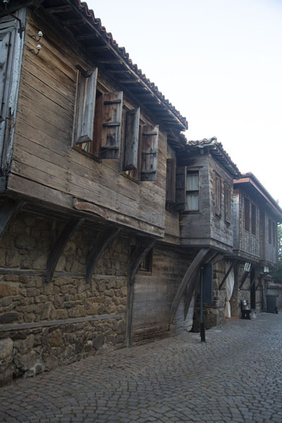 Foto van One of the streets with traditional wooden houses in SozopolSozopol - Bulgarije